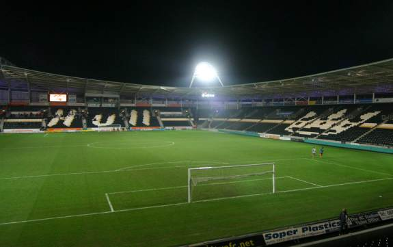KC Stadium - North- und Eaststand