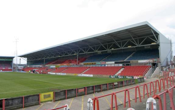 Racecourse Ground - folgt